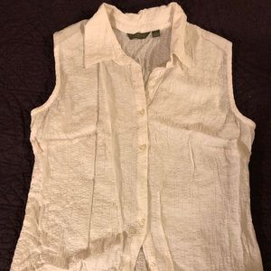 Crinkly White Sleeveless Button Front Top Sz Lg.